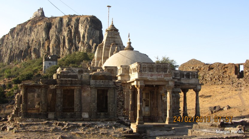 Several temples had their main sanctums locked - on way to Pavagadh